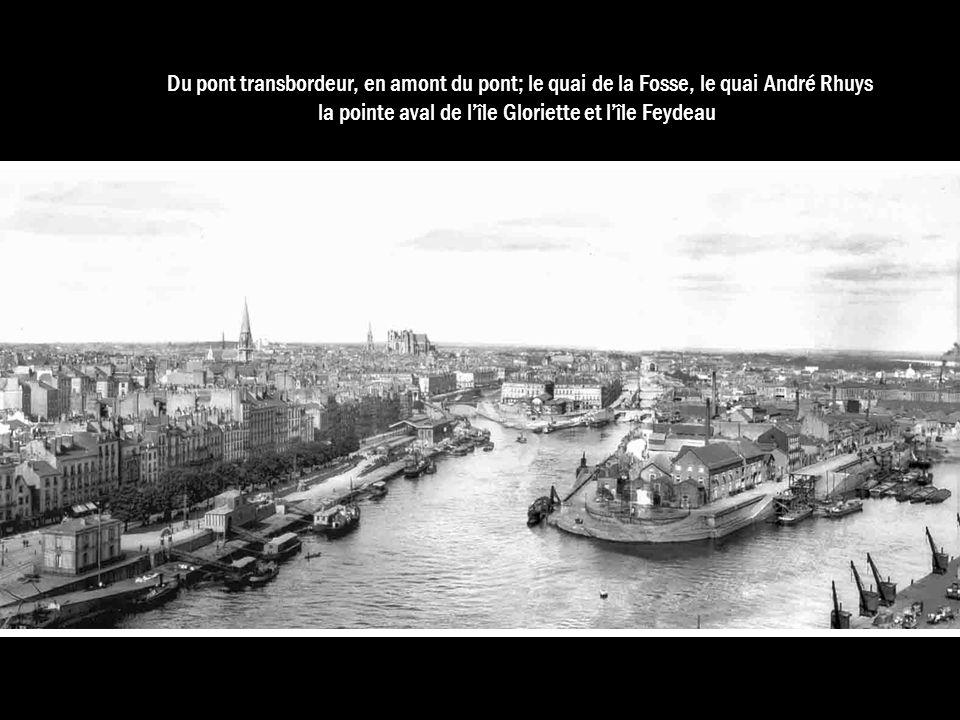 Du pont transbordeur, en amont du pont; le quai de la Fosse, le quai André Rhuys la pointe aval de lîle Gloriette et lîle Feydeau