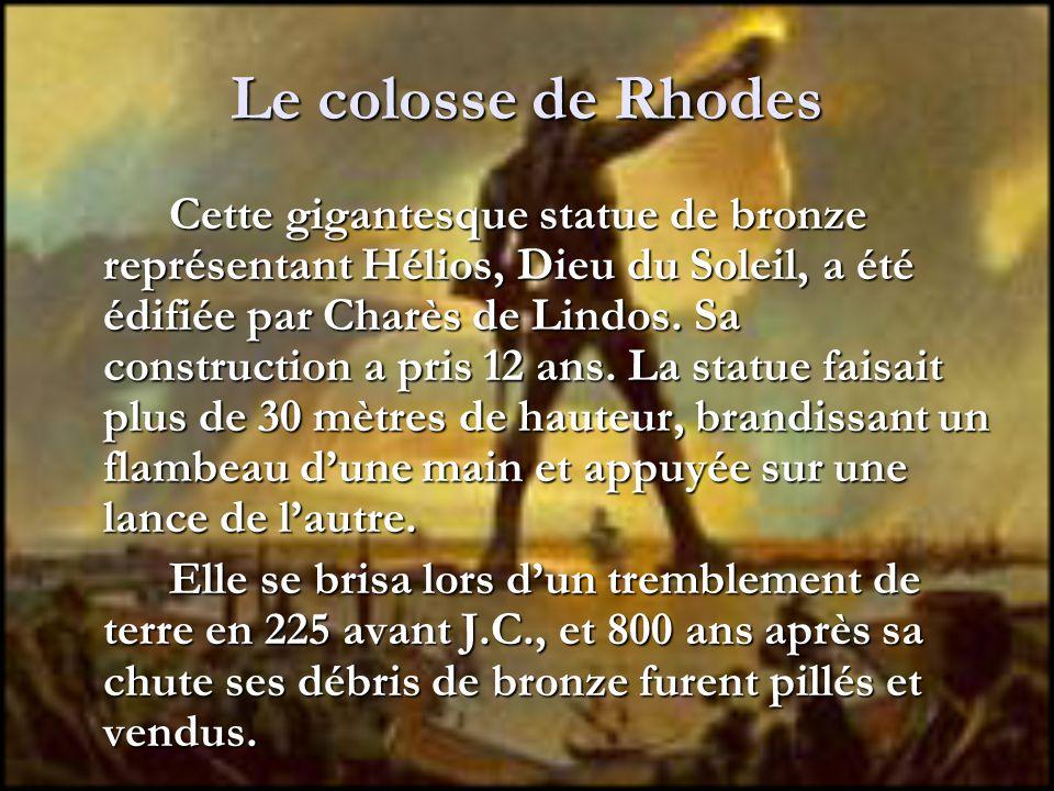 Le colosse de Rhodes Cette gigantesque statue de bronze représentant Hélios, Dieu du Soleil, a été édifiée par Charès de Lindos. Sa construction a pri