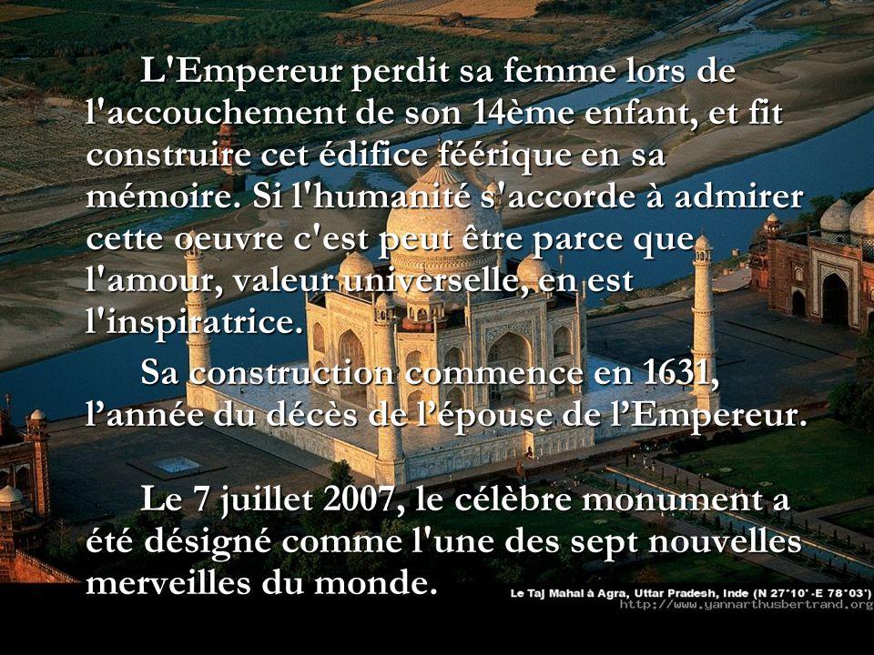 L'Empereur perdit sa femme lors de l'accouchement de son 14ème enfant, et fit construire cet édifice féérique en sa mémoire. Si l'humanité s'accorde à