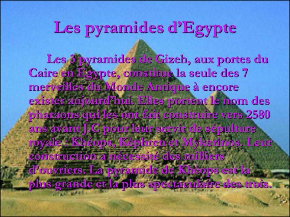 Les pyramides dEgypte Les 3 pyramides de Gizeh, aux portes du Caire en Egypte, constitue la seule des 7 merveilles du Monde Antique à encore exister a