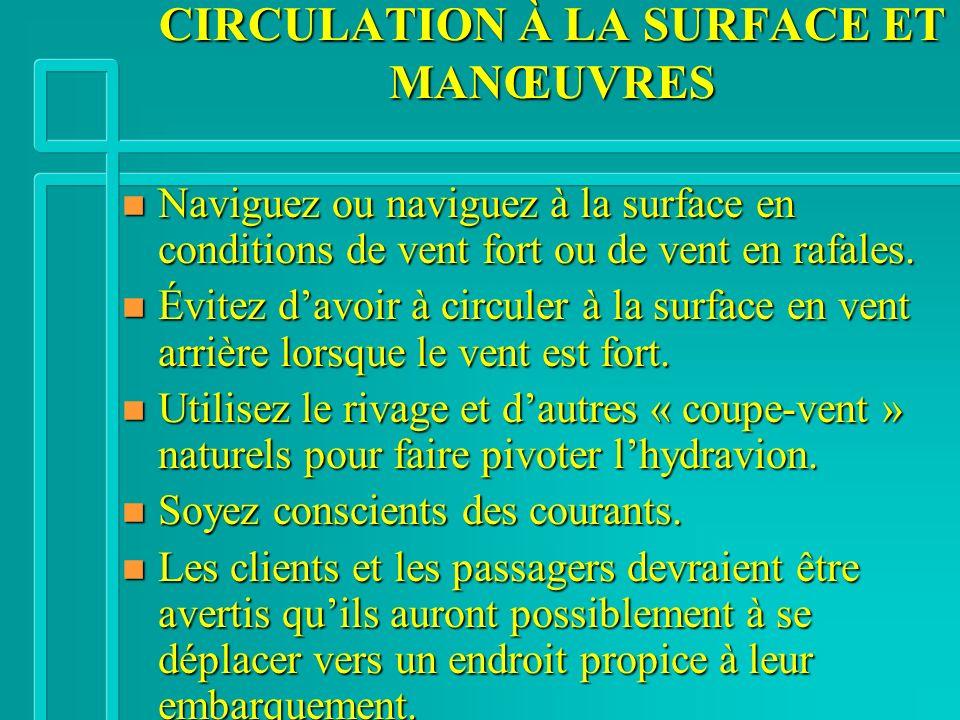 CIRCULATION À LA SURFACE ET MANŒUVRES n Naviguez ou naviguez à la surface en conditions de vent fort ou de vent en rafales.