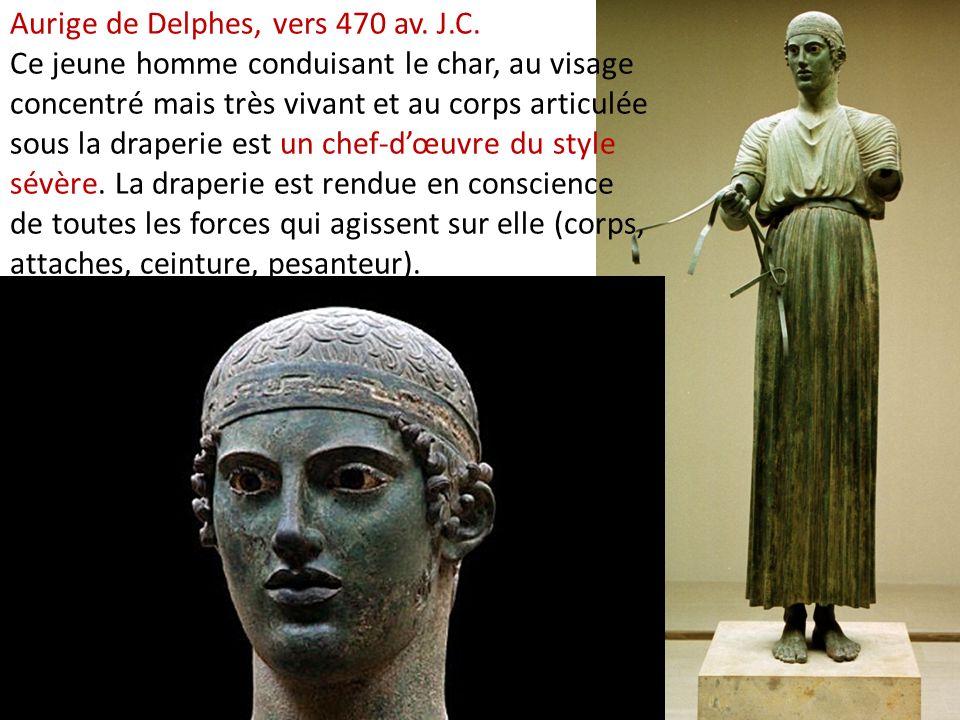 Aurige de Delphes, vers 470 av. J.C. Ce jeune homme conduisant le char, au visage concentré mais très vivant et au corps articulée sous la draperie es