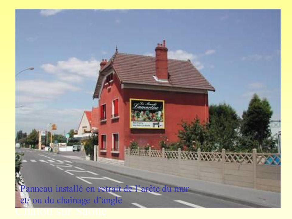Chalon sur Saône Panneau installé en retrait de larête du mur et/ ou du chaînage dangle