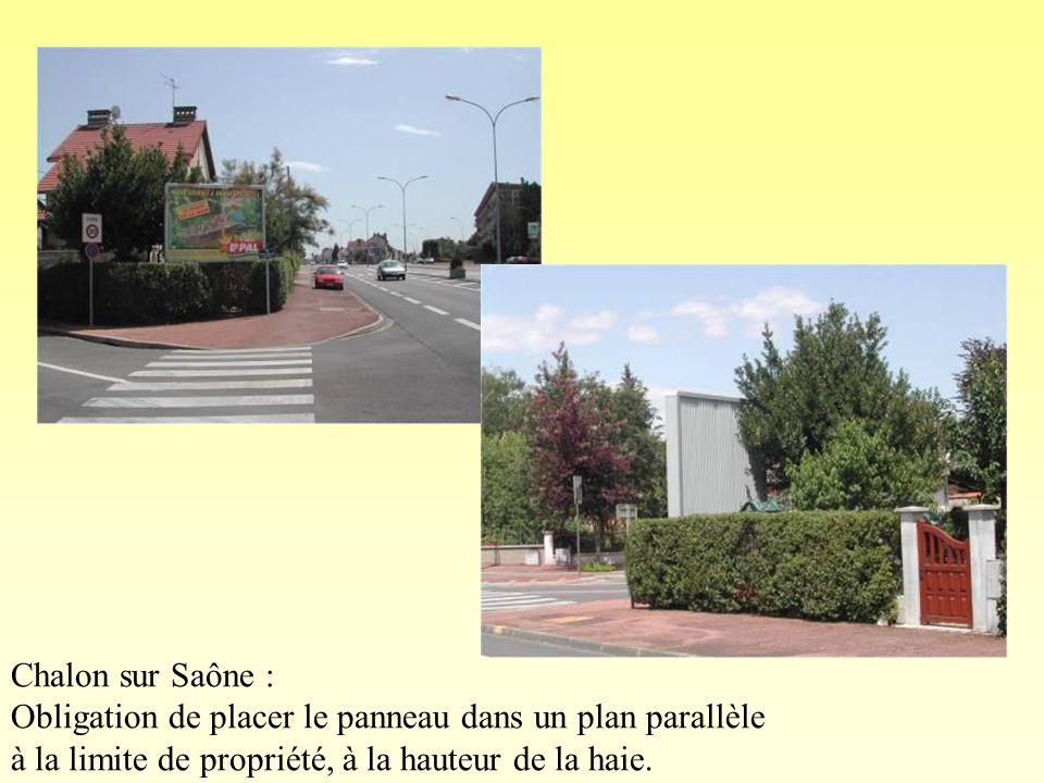 Chalon sur Saône : Obligation de placer le panneau dans un plan parallèle à la limite de propriété, à la hauteur de la haie.