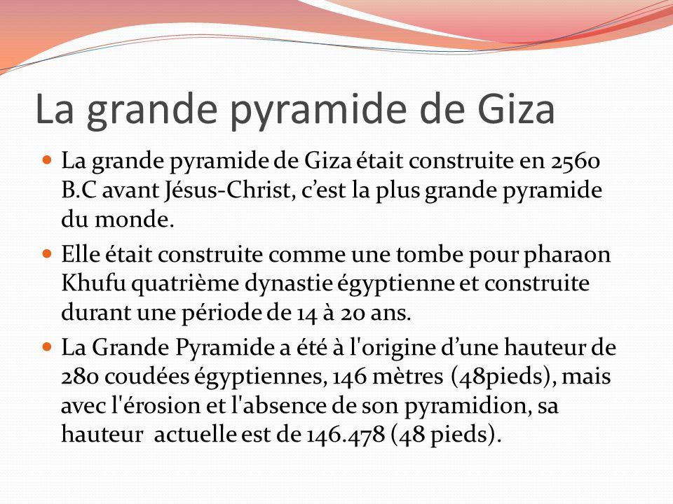 La grande pyramide de Giza La grande pyramide de Giza était construite en 2560 B.C avant Jésus-Christ, cest la plus grande pyramide du monde. Elle éta