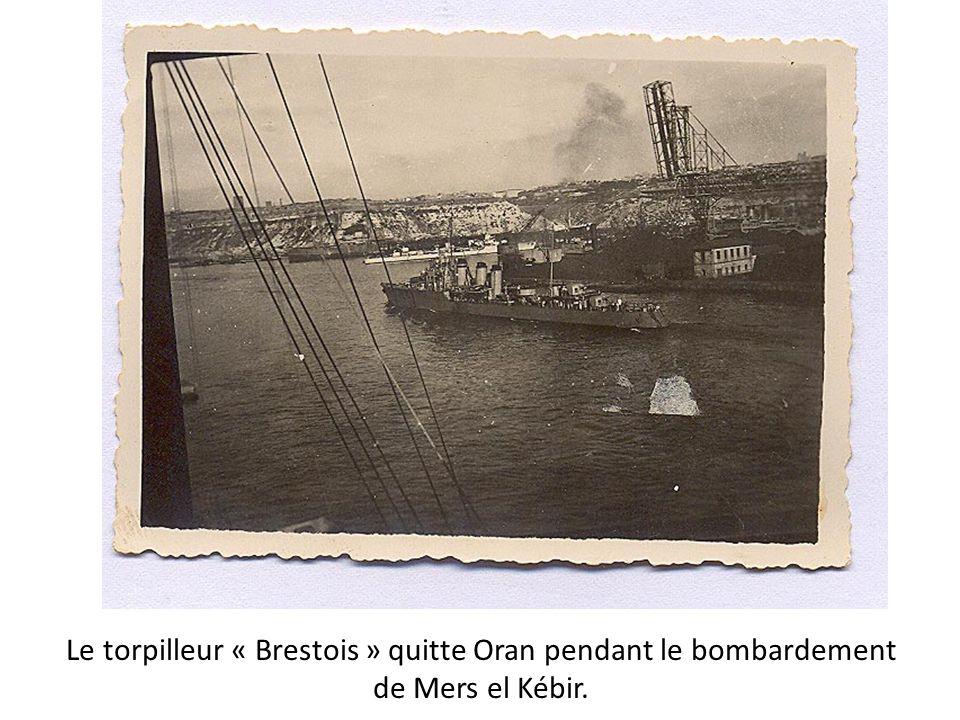 Le torpilleur « Brestois » quitte Oran pendant le bombardement de Mers el Kébir.