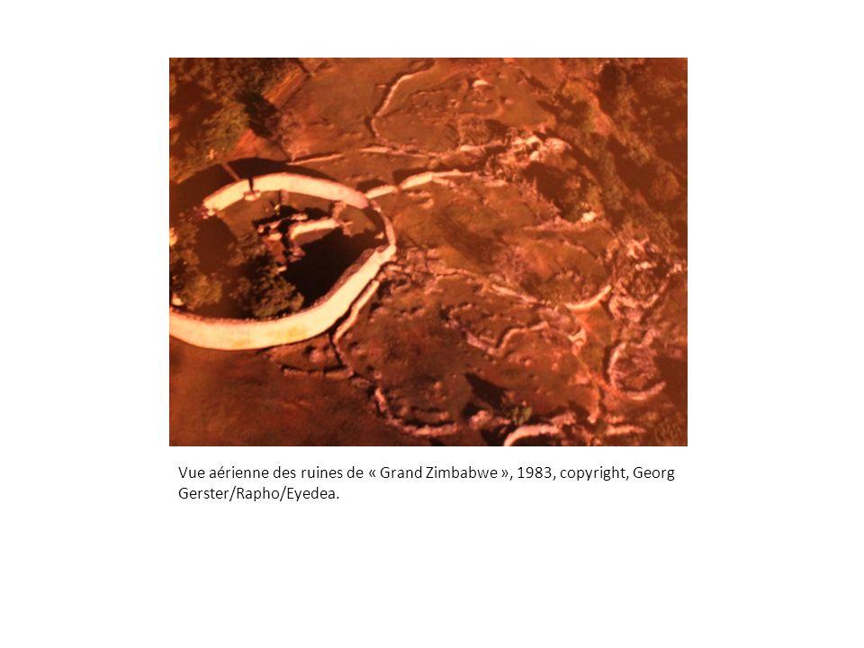 Vue aérienne des ruines de « Grand Zimbabwe », 1983, copyright, Georg Gerster/Rapho/Eyedea.