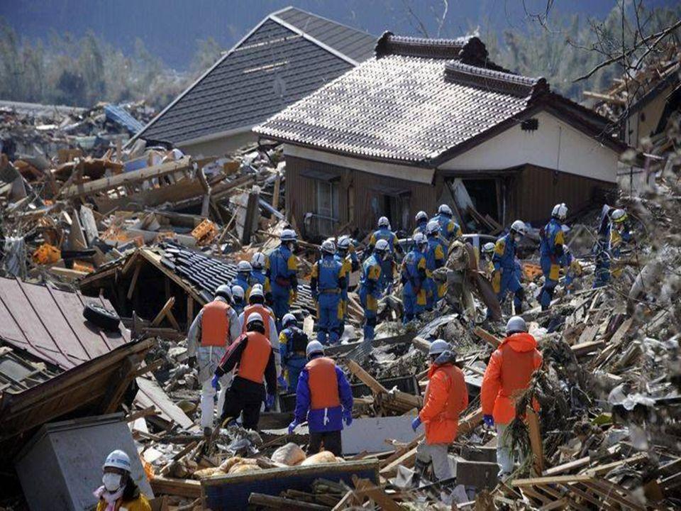 Les autorités ont déployé de grands moyens pour porter secours sauvé des décombres