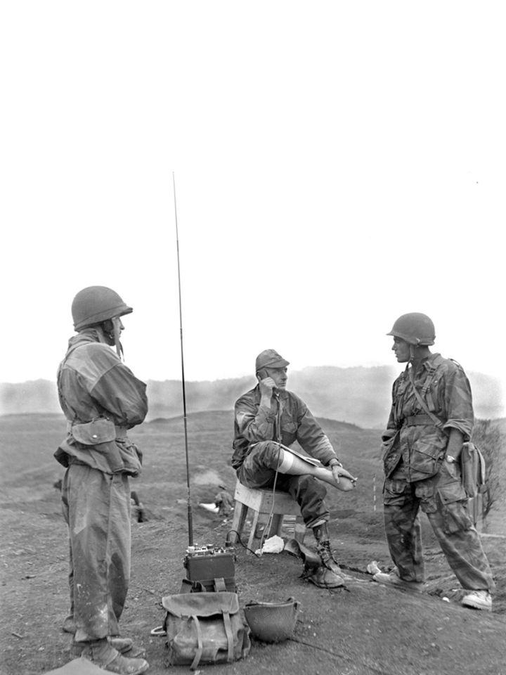 Le général Bigeard avait été fait prisonnier à l issue de la bataille de Dien Bien Phu qui avait mis fin à la présence française en Indochine en mai 1954.