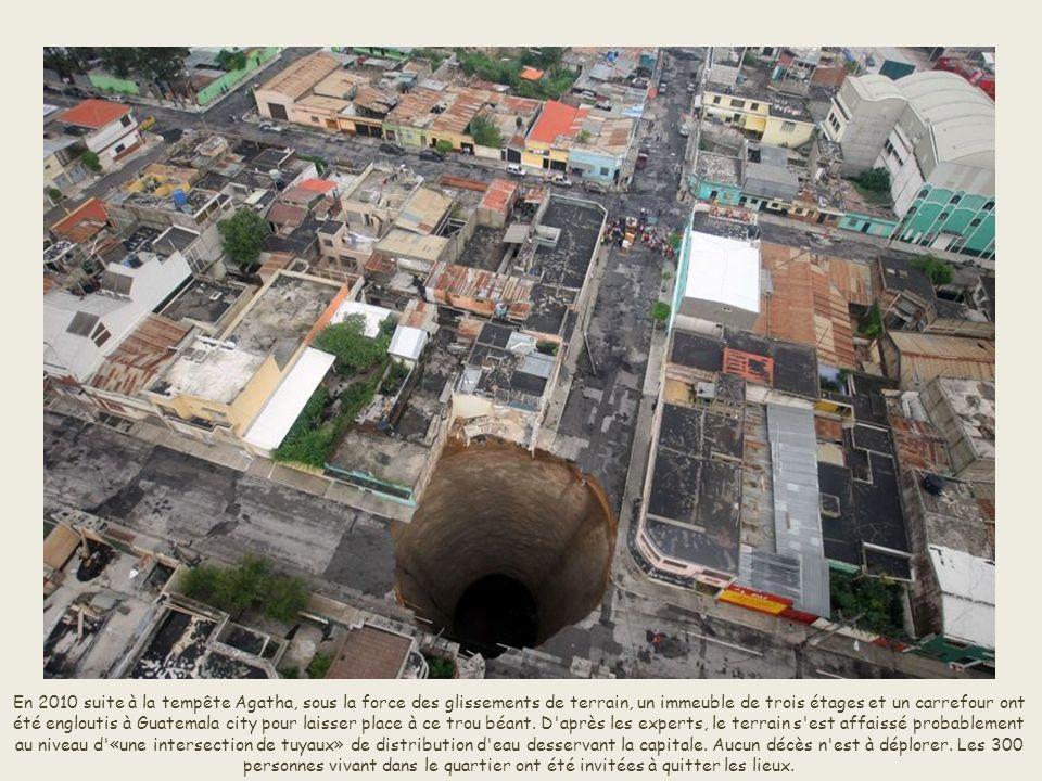 À l'étranger, plusieurs affaissements abrupts se sont produits à Guatemala City, la capitale du Guatemala comme ici en 2007. Ce trou béant de 100 mètr