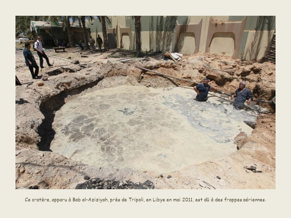 Dans le sud de la France, de fortes pluies provoquent aussi un affaissement de terrain dans la cité Les Arcs sur Argens en juin 2010. Les pluies torre