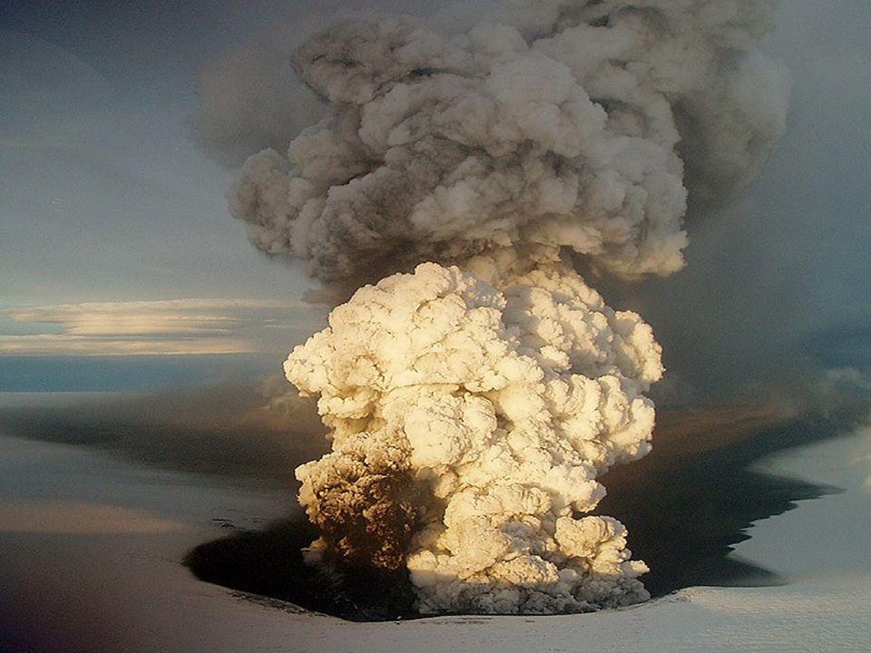 L éruption du volcan islandais Eyjafjöll, a provoqué durant plus d une semaine la paralysie du trafic aérien en Europe.
