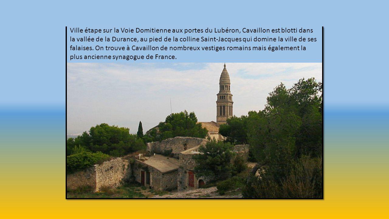 A l'époque de la Gaulle narbonnaise, Apt est une étape importante sur la Via Domitia. La cité Julienne est alors dotée d'un Forum, d'un Arc de Triomph