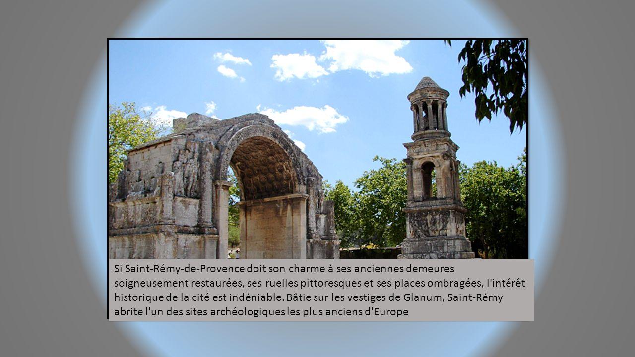 Ville étape sur la Voie Domitienne aux portes du Lubéron, Cavaillon est blotti dans la vallée de la Durance, au pied de la colline Saint-Jacques qui d