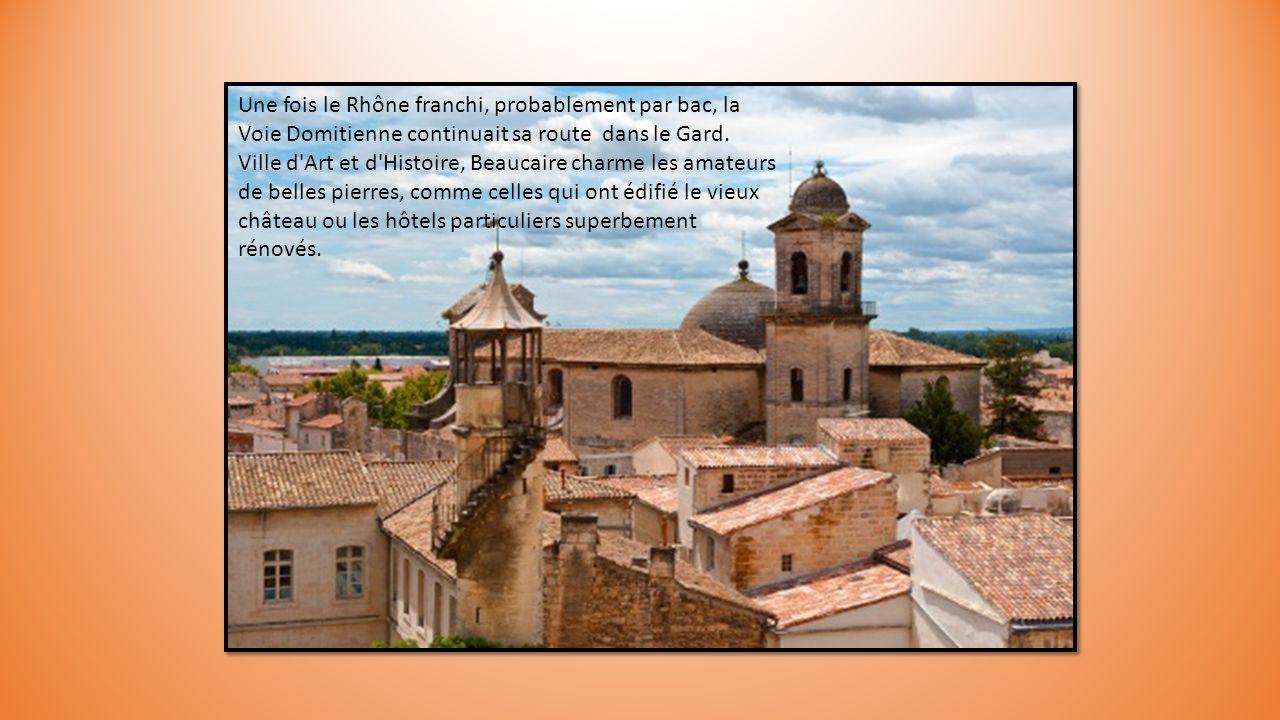 Empruntant les sentiers des Alpilles, la Via Domitia atteignait Tarascon avant de franchir le Rhône. En bordure du fleuve, à la croisée des chemins en