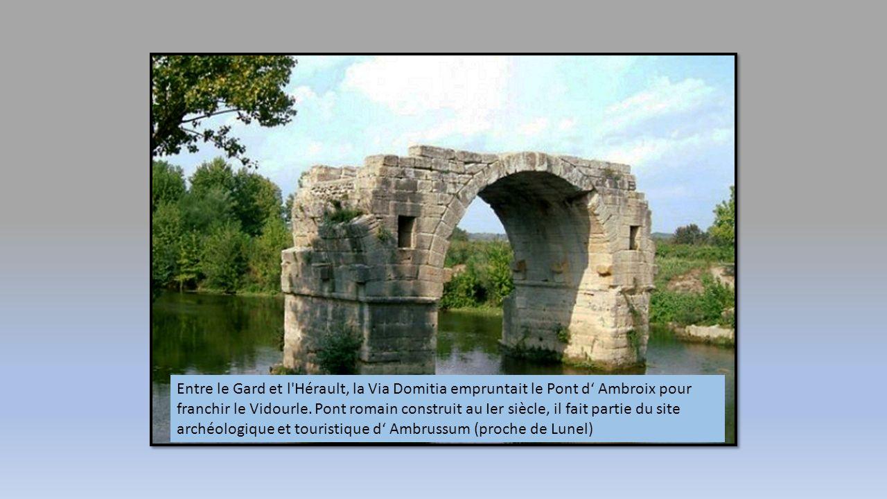 Entre Cévennes, Méditerranée et Provence, Nîmes la romaine déploie les traces de son passé riche et glorieux. Mondialement célèbres, les arènes ou la