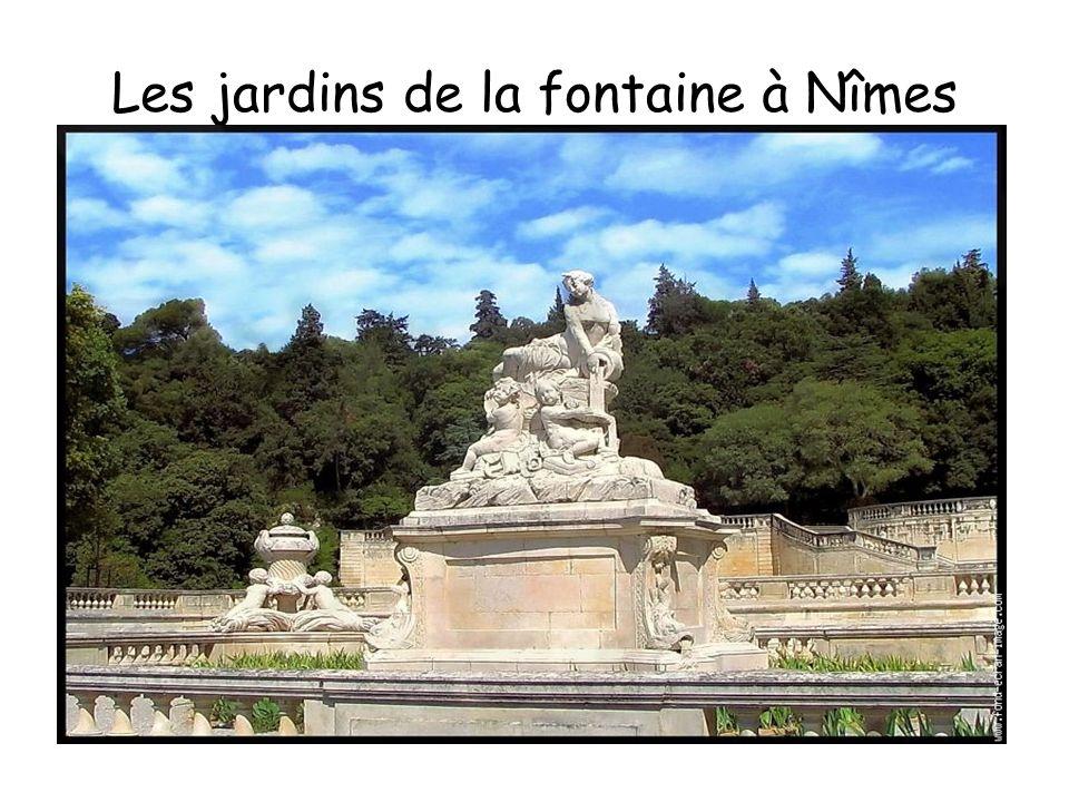 Les Arènes de Nîmes Furent construites entre 50 et 100 ans après JC, sur le model du colisée Romain, il est le monument le mieux conserver au monde.