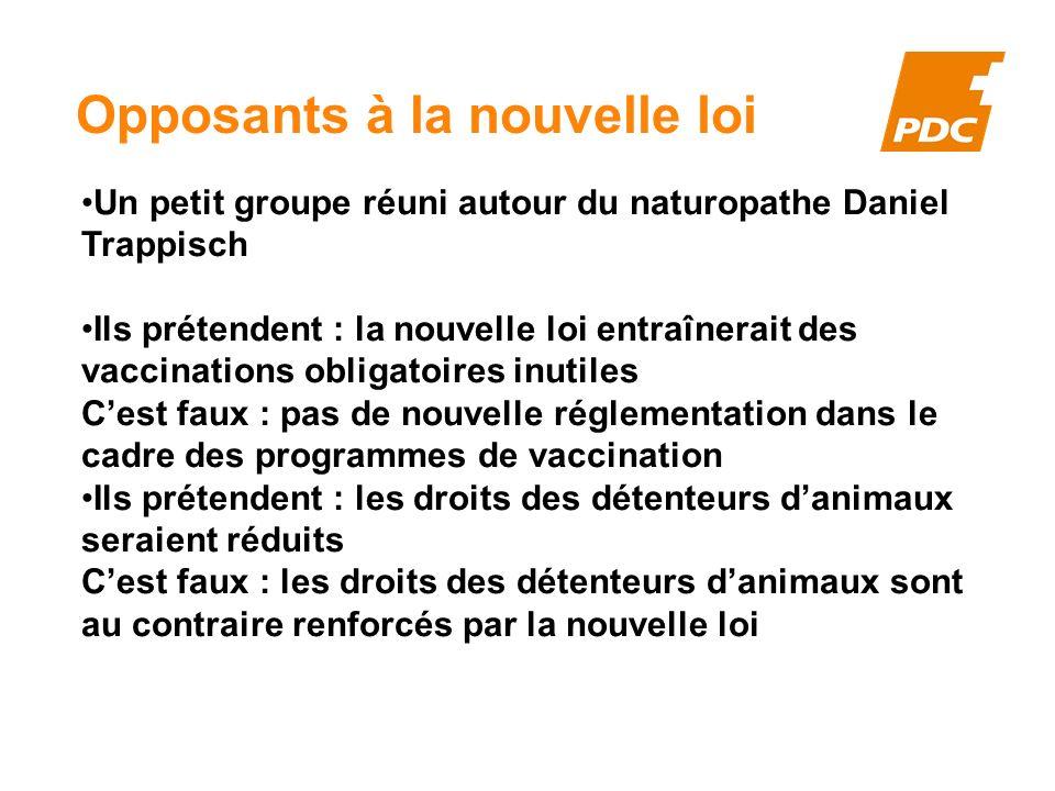 Opposants à la nouvelle loi Un petit groupe réuni autour du naturopathe Daniel Trappisch Ils prétendent : la nouvelle loi entraînerait des vaccination