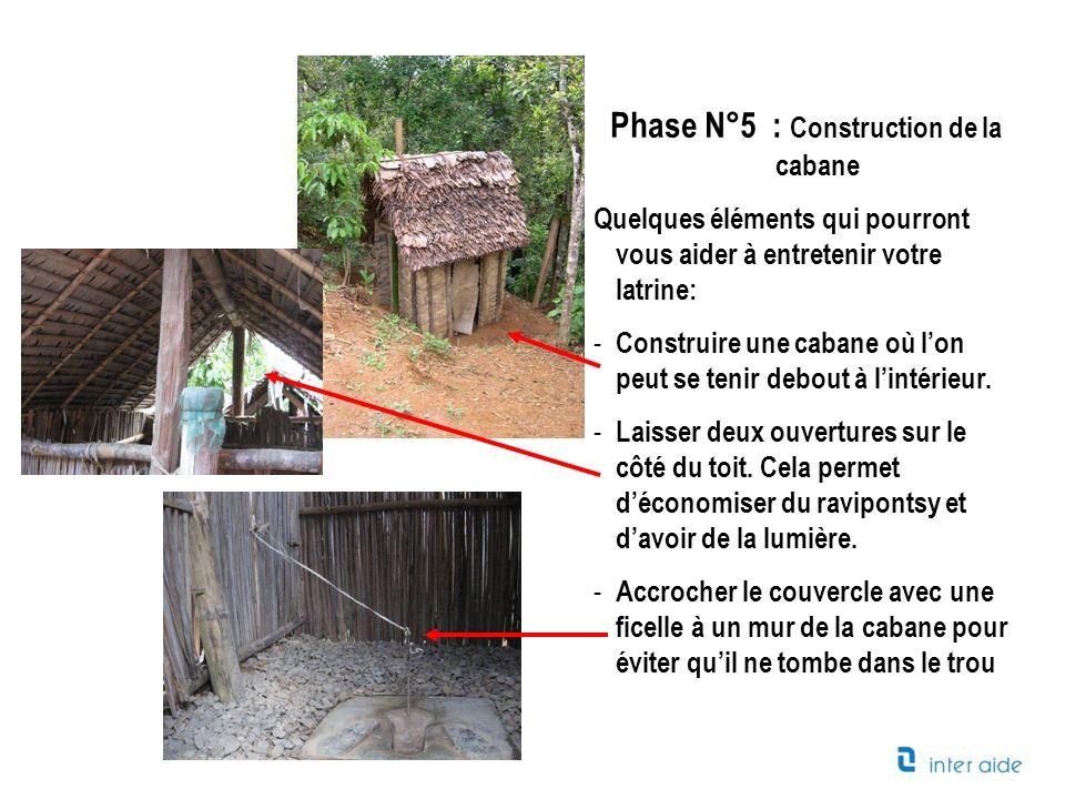 Phase N°5 : Construction de la cabane Quelques éléments qui pourront vous aider à entretenir votre latrine: - Construire une cabane où lon peut se ten