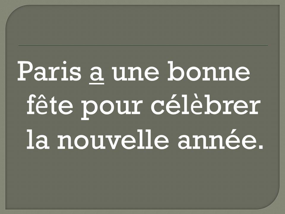 Paris a une bonne f ê te pour cél è brer la nouvelle année.