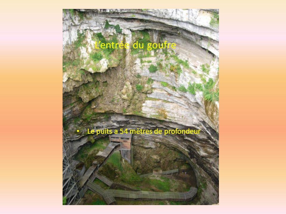 Il ne faut pas avoir le vertige. Ni être claustrophobe Situé en France, dans le département du Lot à la rencontre du Périgord et du Quercy en région M