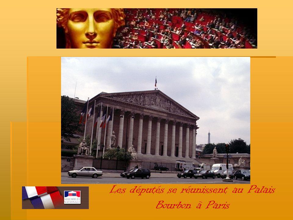 Les députés se réunissent au Palais Bourbon à Paris