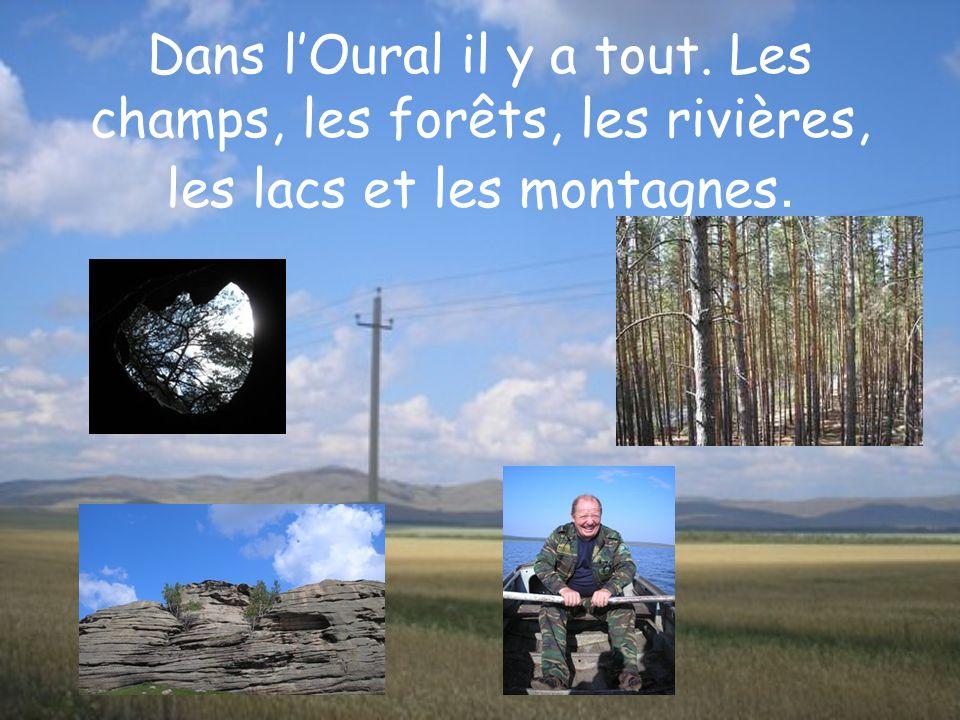 Dans lOural il y a tout. Les champs, les forêts, les rivières, les lacs et les montagnes.