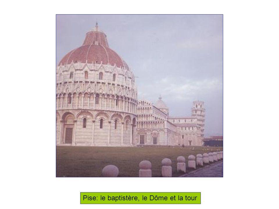 Pise: le baptistère, le Dôme et la tour