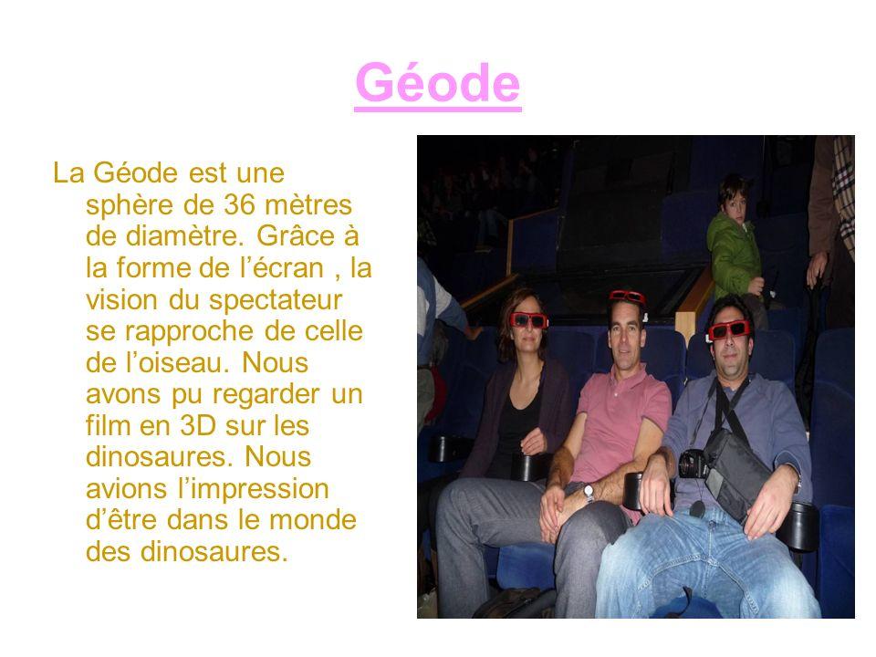 Géode La Géode est une sphère de 36 mètres de diamètre. Grâce à la forme de lécran, la vision du spectateur se rapproche de celle de loiseau. Nous avo