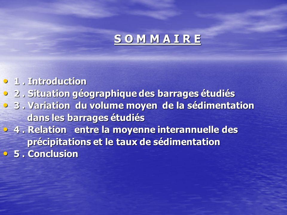 Introduction Le processus de lenvasement dans les barrages constitue un problème qui influe sur la gestion de leau emmagasinée dans le barrage du fait quil diminue le volume deau utile du barrage.