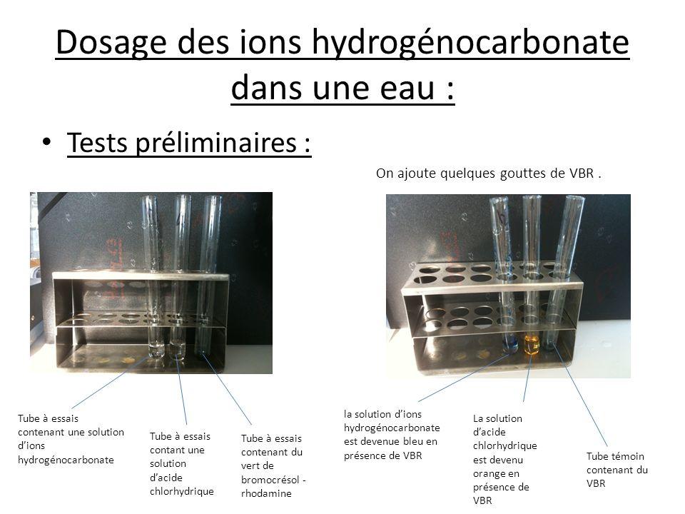 Dosage des ions hydrogénocarbonate dans une eau : Tests préliminaires : On ajoute quelques gouttes de VBR. Tube à essais contenant une solution dions