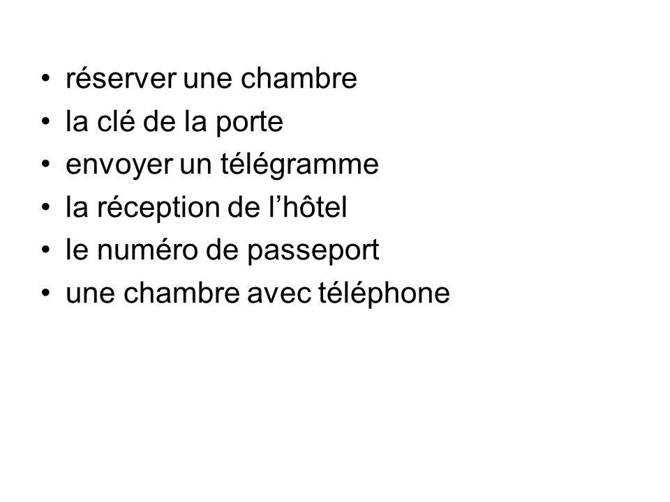 réserver une chambre la clé de la porte envoyer un télégramme la réception de lhôtel le numéro de passeport une chambre avec téléphone