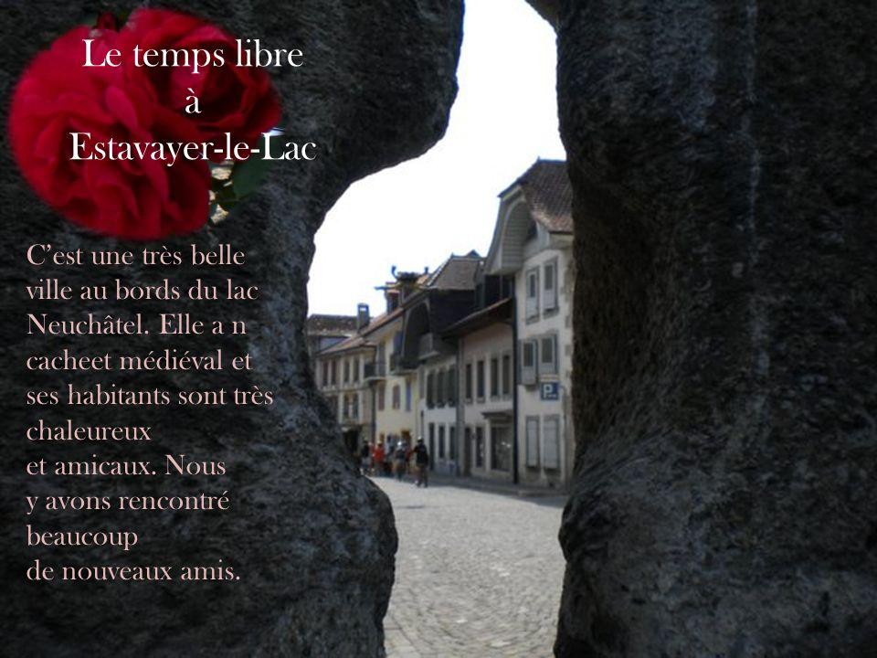 Cest une très belle ville au bords du lac Neuchâtel. Elle a n cacheet médiéval et ses habitants sont très chaleureux et amicaux. Nous y avons rencontr