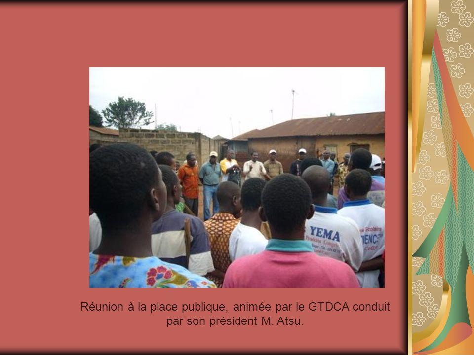 Réunion à la place publique, animée par le GTDCA conduit par son président M. Atsu.
