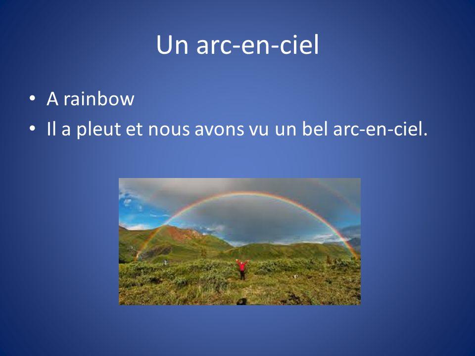Un arc-en-ciel A rainbow Il a pleut et nous avons vu un bel arc-en-ciel.