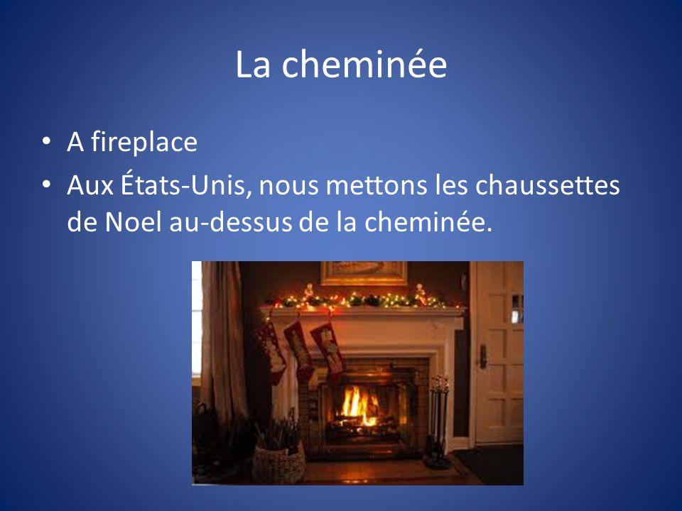 La cheminée A fireplace Aux États-Unis, nous mettons les chaussettes de Noel au-dessus de la cheminée.