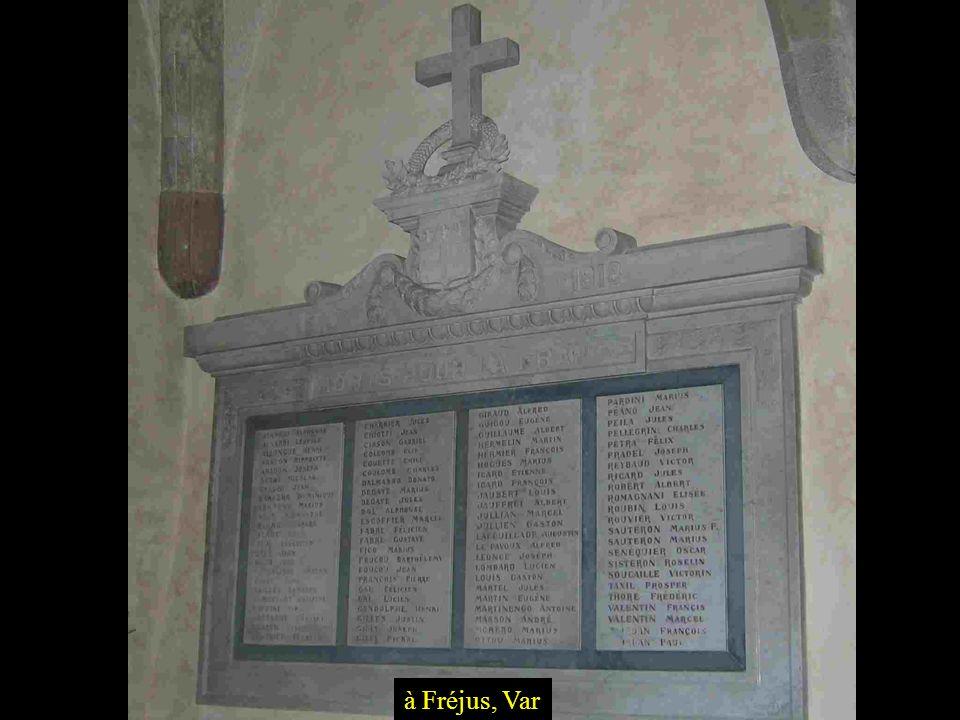 Souvent, après 1918, cela commença par linscription des noms des tués à lintérieur de léglise du village, ici à Tourtour, Var