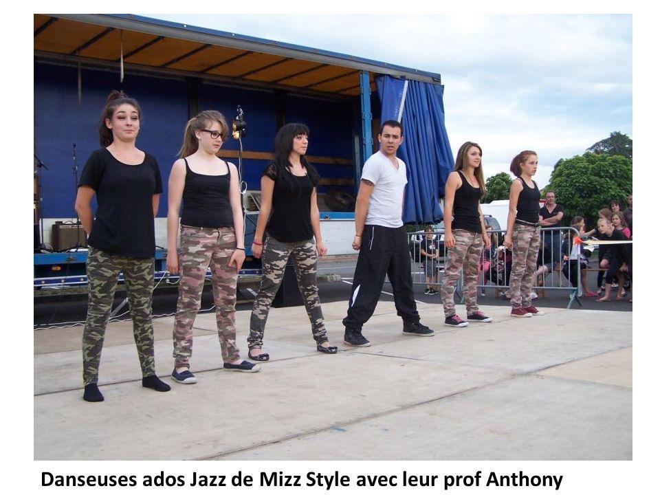 Danseuses ados Jazz de Mizz Style avec leur prof Anthony