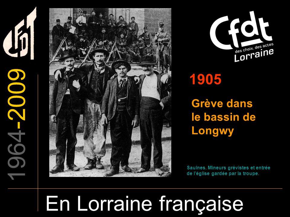 1964-2009 En Lorraine française 1905 Grève dans le bassin de Longwy Saulnes. Mineurs grévistes et entrée de léglise gardée par la troupe.
