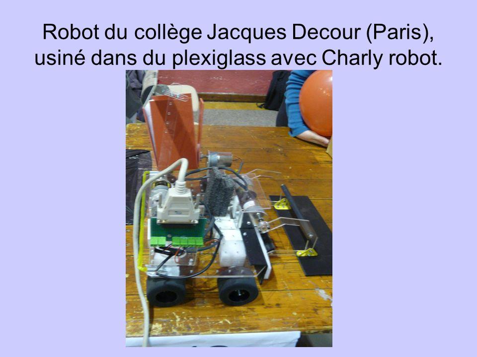 Robot du collège Jacques Decour (Paris), usiné dans du plexiglass avec Charly robot.