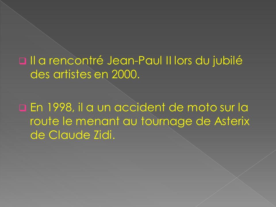 Il a rencontré Jean-Paul II lors du jubilé des artistes en 2000. En 1998, il a un accident de moto sur la route le menant au tournage de Asterix de Cl