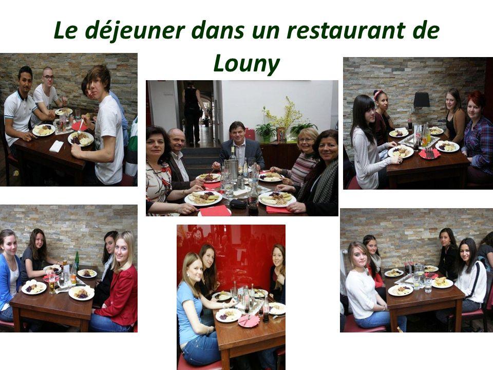 Le déjeuner dans un restaurant de Louny