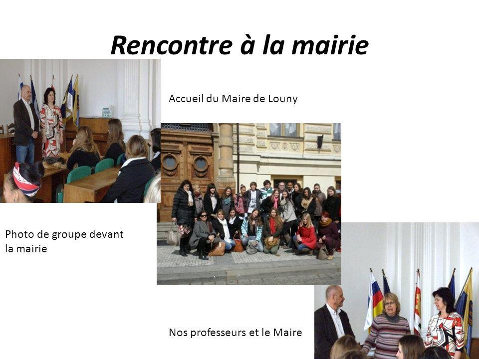 Rencontre à la mairie Accueil du Maire de Louny Nos professeurs et le Maire Photo de groupe devant la mairie