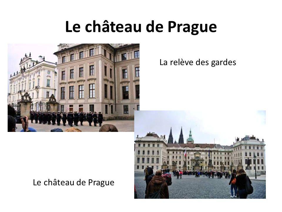 Le château de Prague La relève des gardes Le château de Prague
