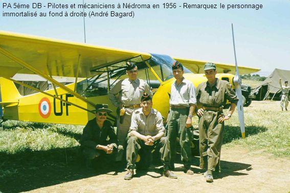 PA 5ème DB - Pilotes et mécaniciens à Nédroma en 1956 - Remarquez le personnage immortalisé au fond à droite (André Bagard)