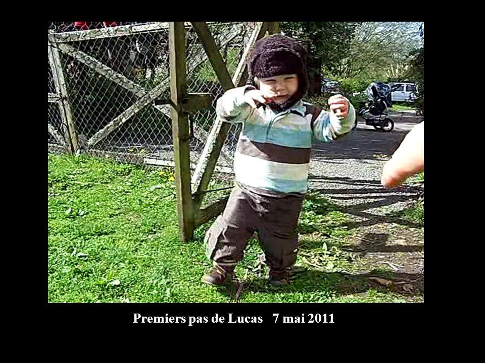 Premiers pas de Lucas 7 mai 2011