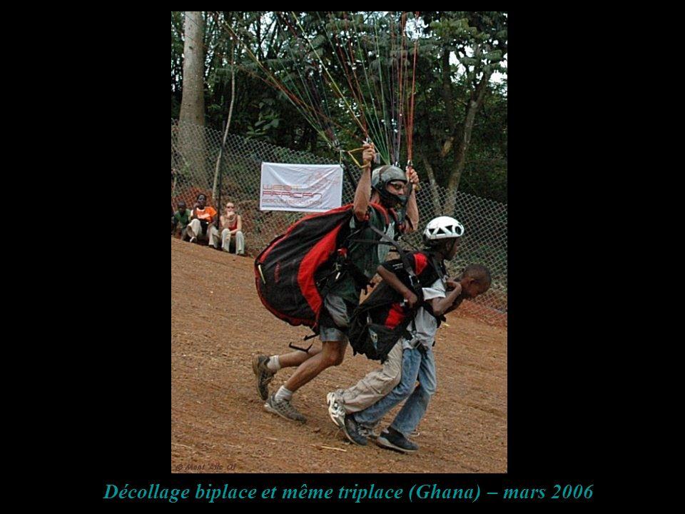 Décollage biplace et même triplace (Ghana) – mars 2006