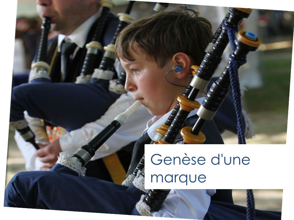 Ar Soner a zo arouez Breizh bev Le sonneur est le symbole de la Bretagne vivante