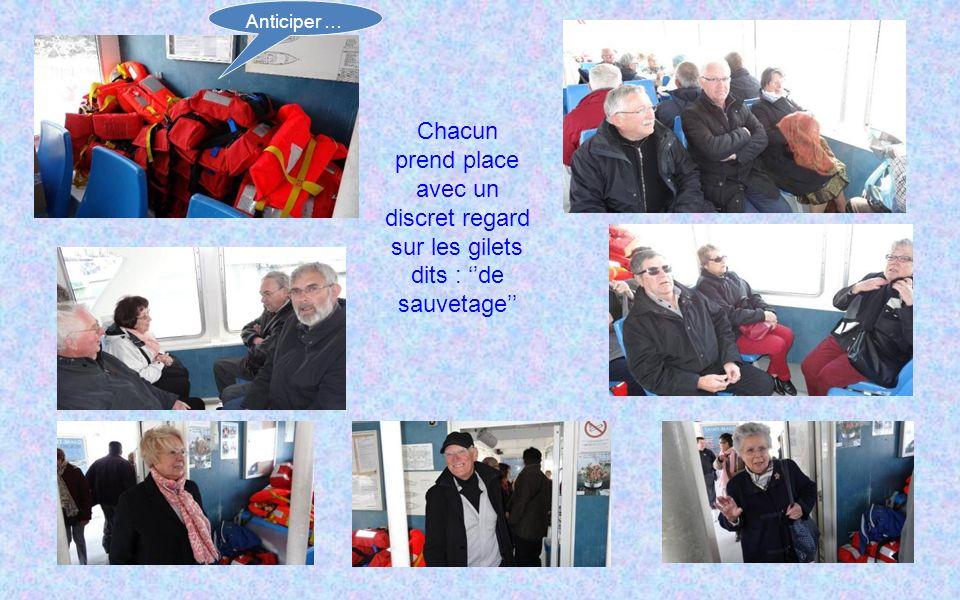 Les matelots prennent plaisir à aider « nos belles » pour monter à bord Poussez pas ! Les gars ! Se défendre Salut !