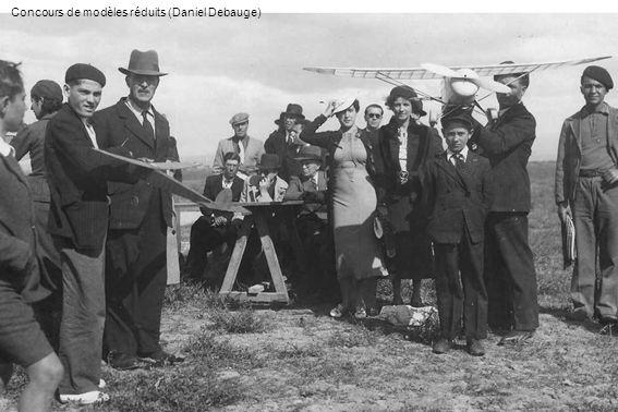 En 1951, lAéro-club de Perrégaux reprend lactivité avec le Mauboussin Corsaire F-BCIV et le Tiger Moth venu de lAéro-club dOranie pour assurer lécole de pilotage (Jean Mercier)